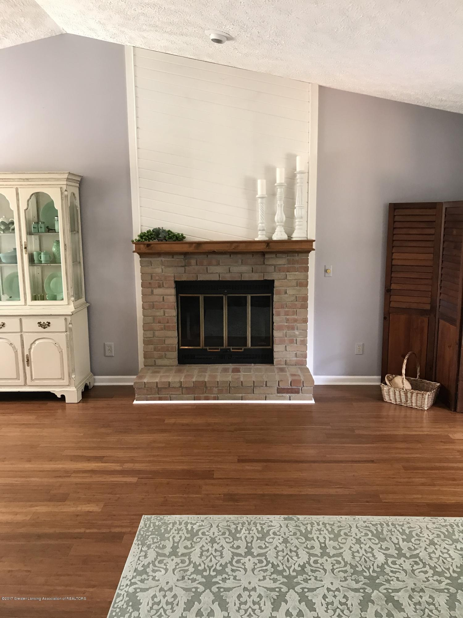 403 Jade Dr - Living room with wood burning fireplace - 8