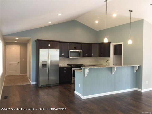 4879 Wilcox Rd - Kitchen - 5