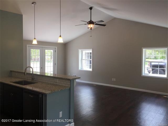 4879 Wilcox Rd - Living Room - 4
