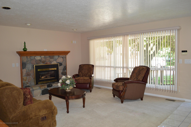 1954 Auburn Ave - living room - 9