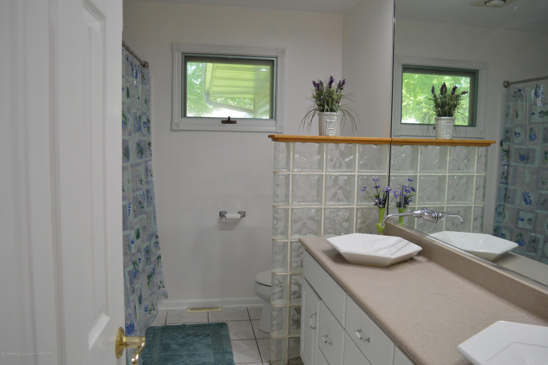 1954 Auburn Ave - Full Bath - 16