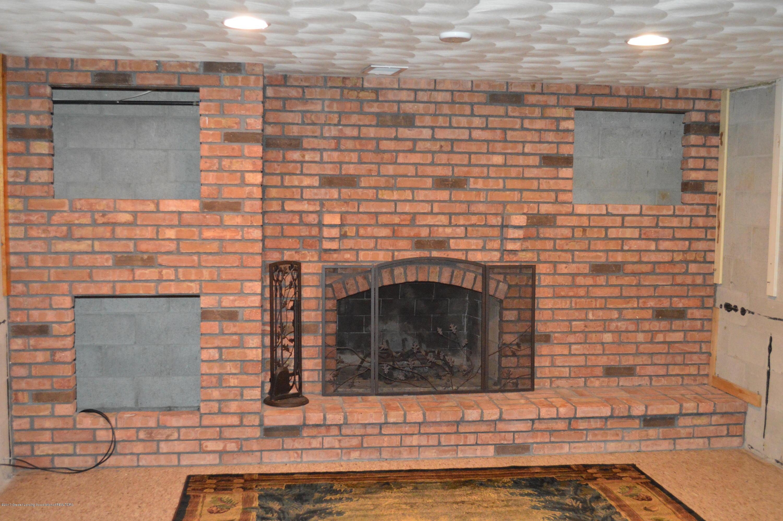1954 Auburn Ave - Wood Fireplace - 18