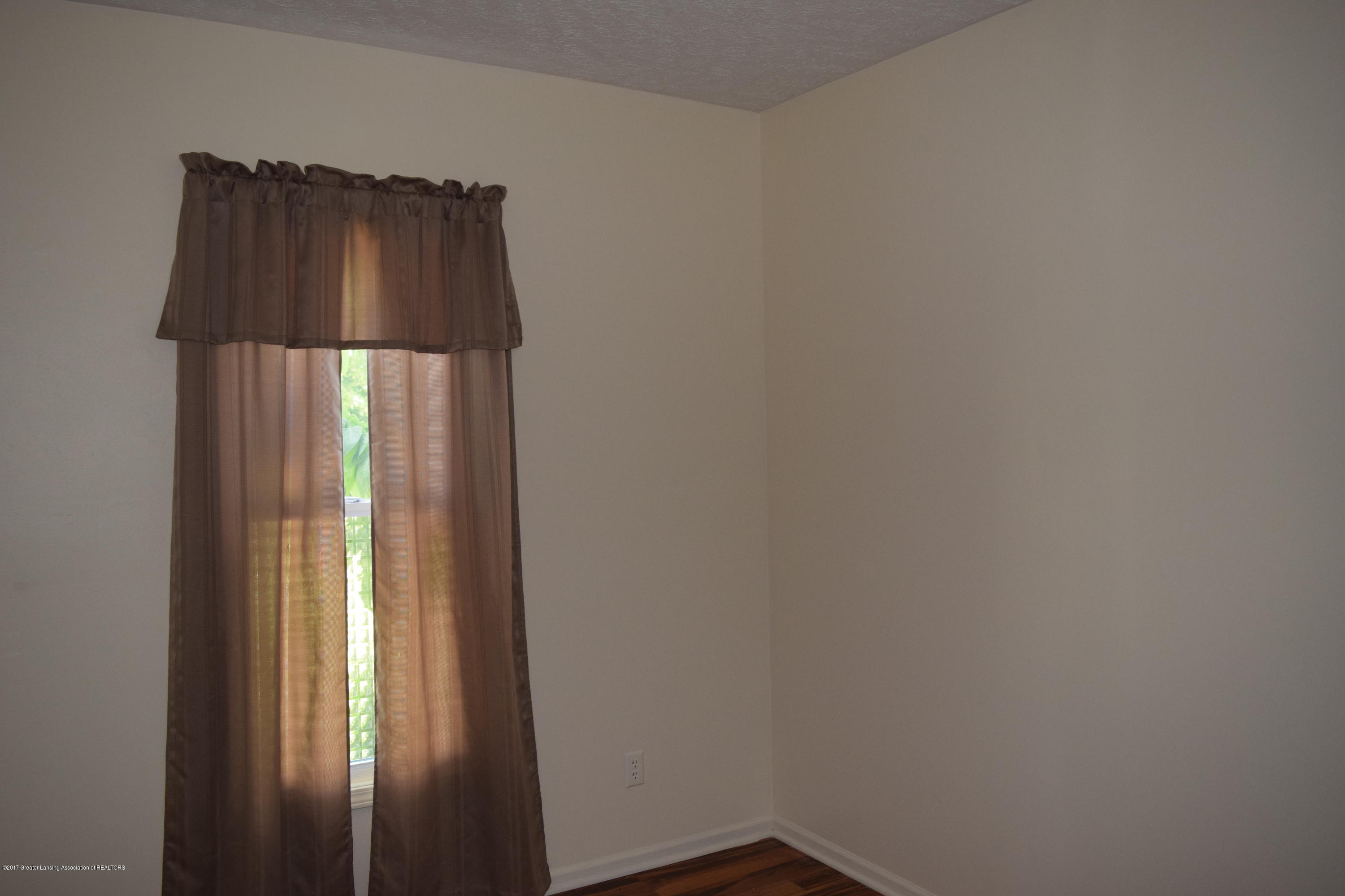 1321 W Ionia St - Bedroom 1/Study - 10