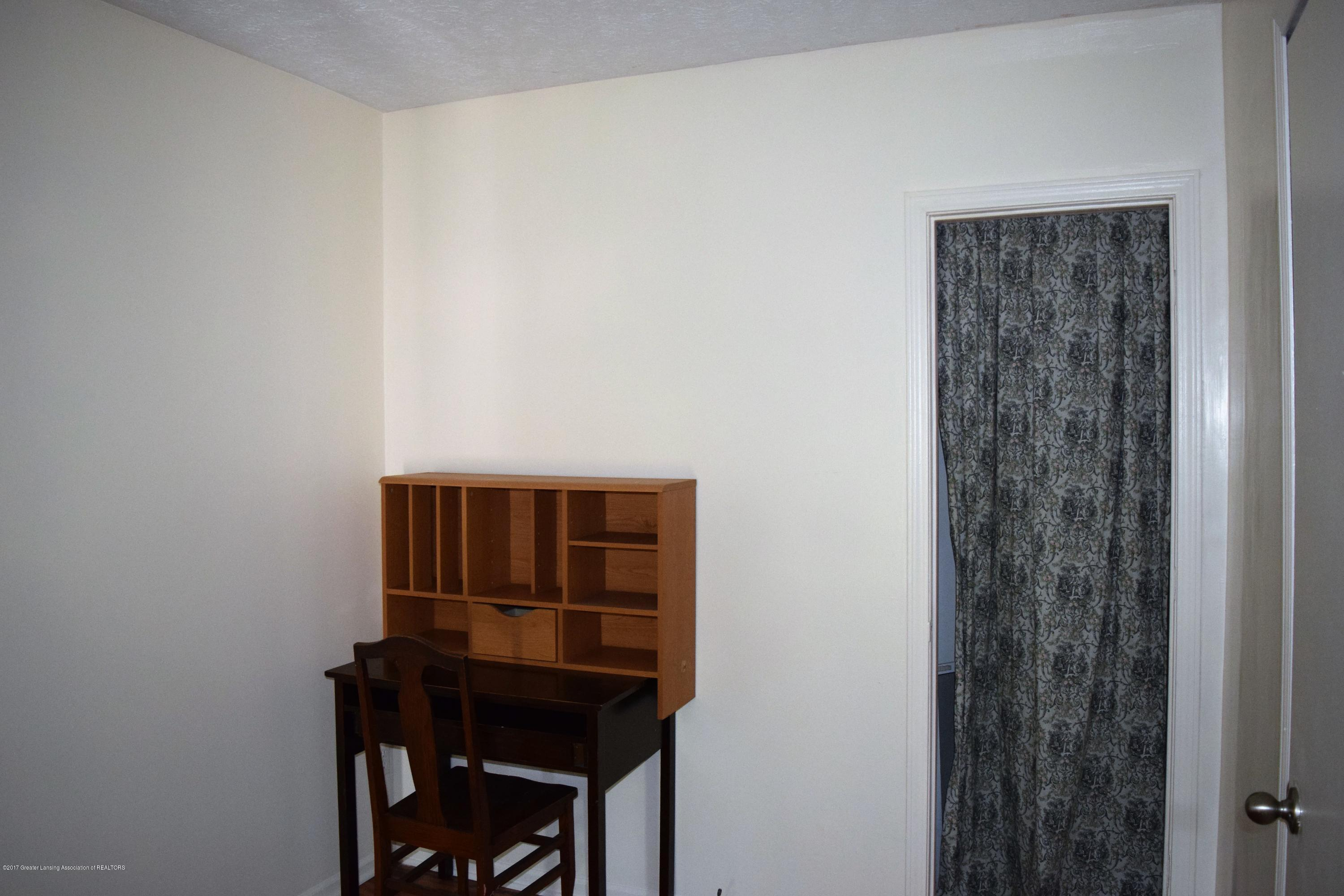 1321 W Ionia St - Bedroom 1/Study - 11