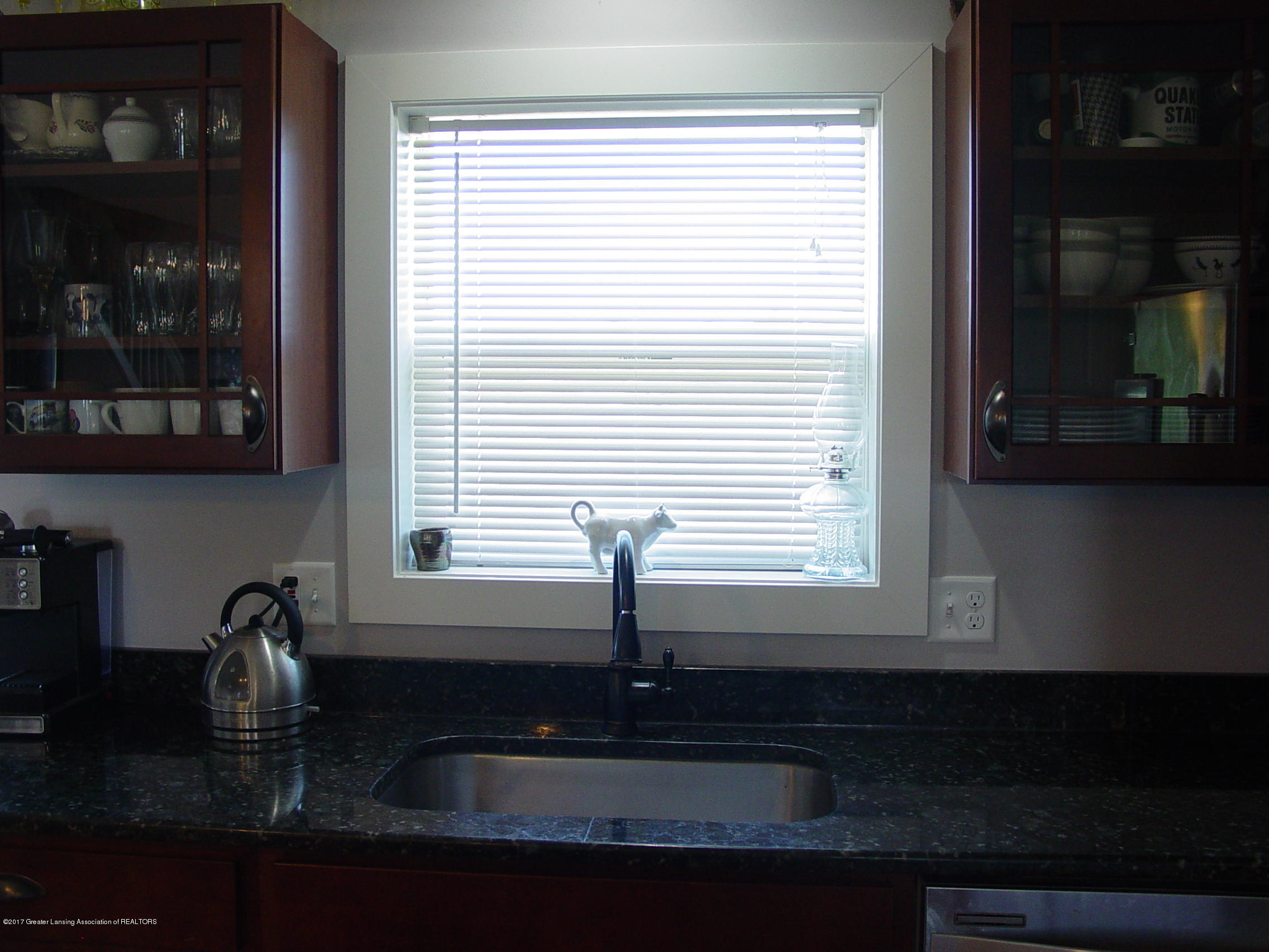5233 Kinsey Rd - Maple Cabinets - 5