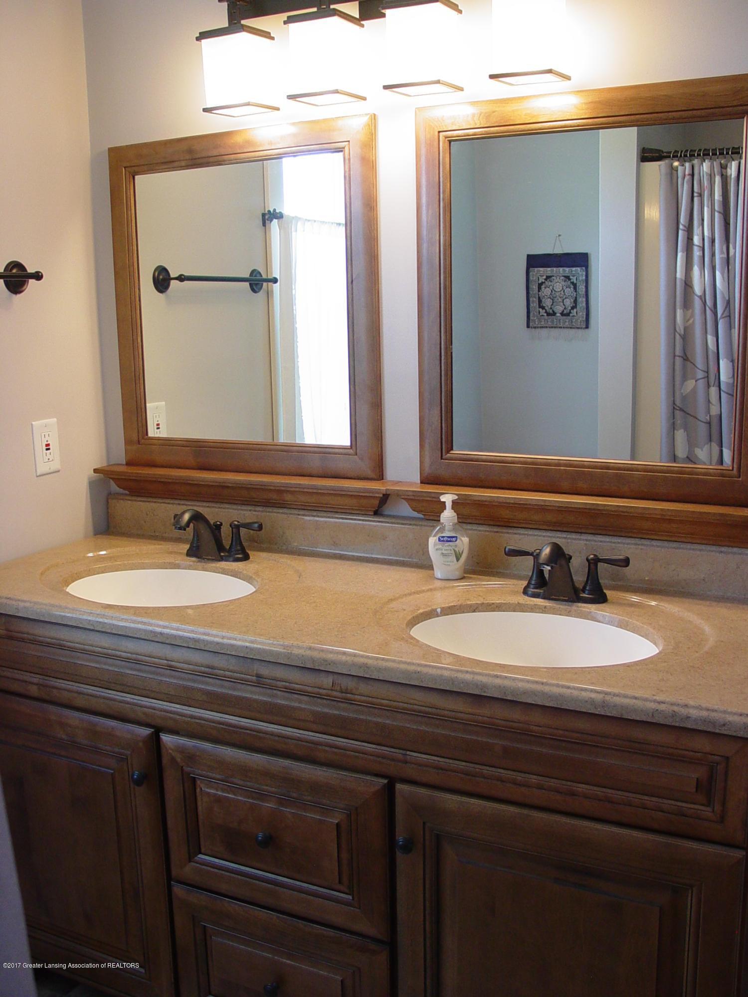 5233 Kinsey Rd - Master Bath - 9