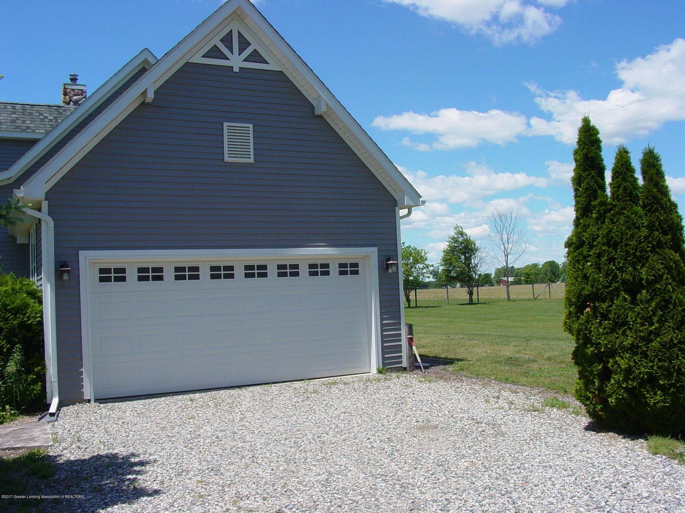 5233 Kinsey Rd - Pretty Garage - 21