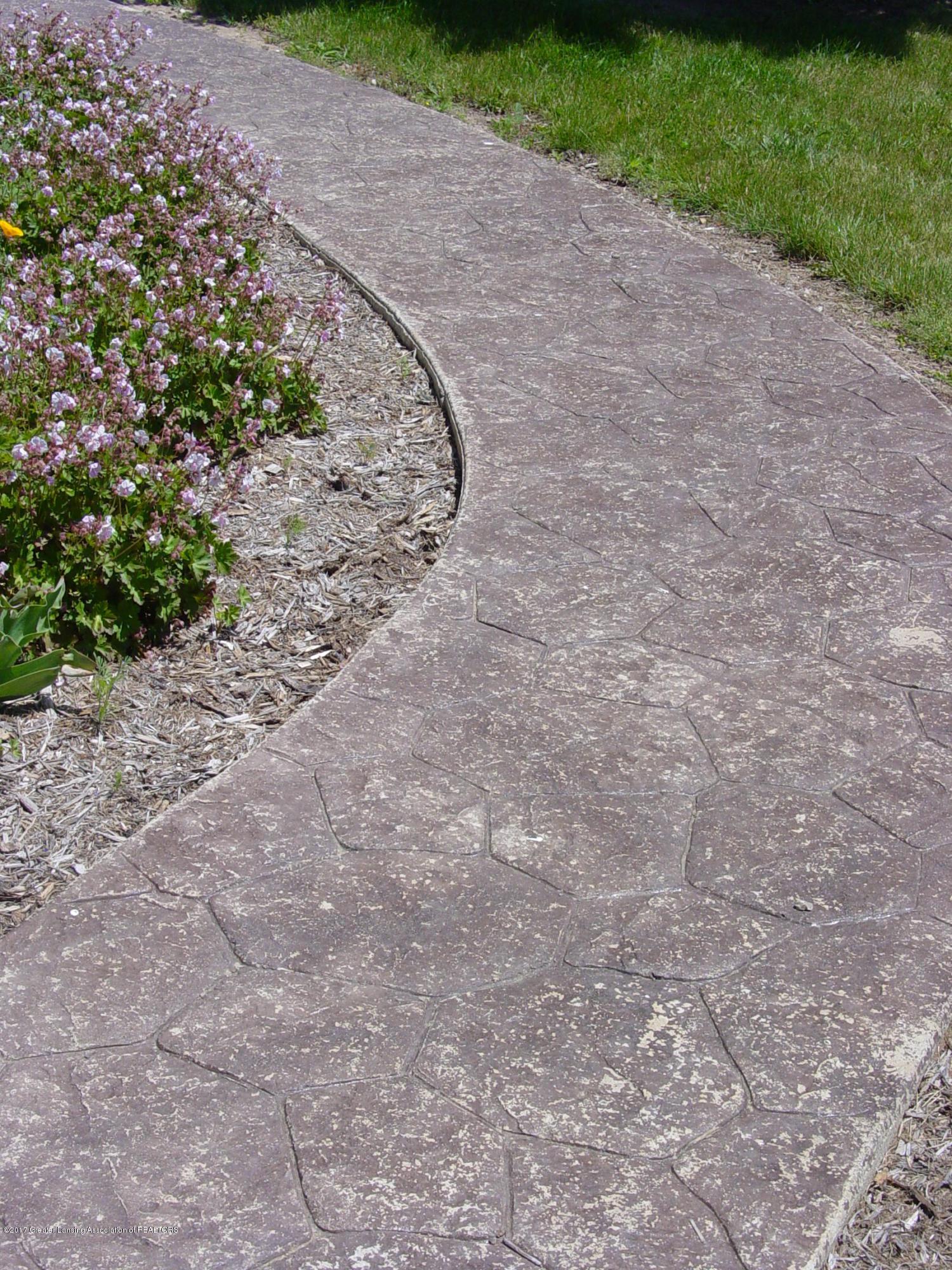 5233 Kinsey Rd - Stamped Concrete Walk - 23