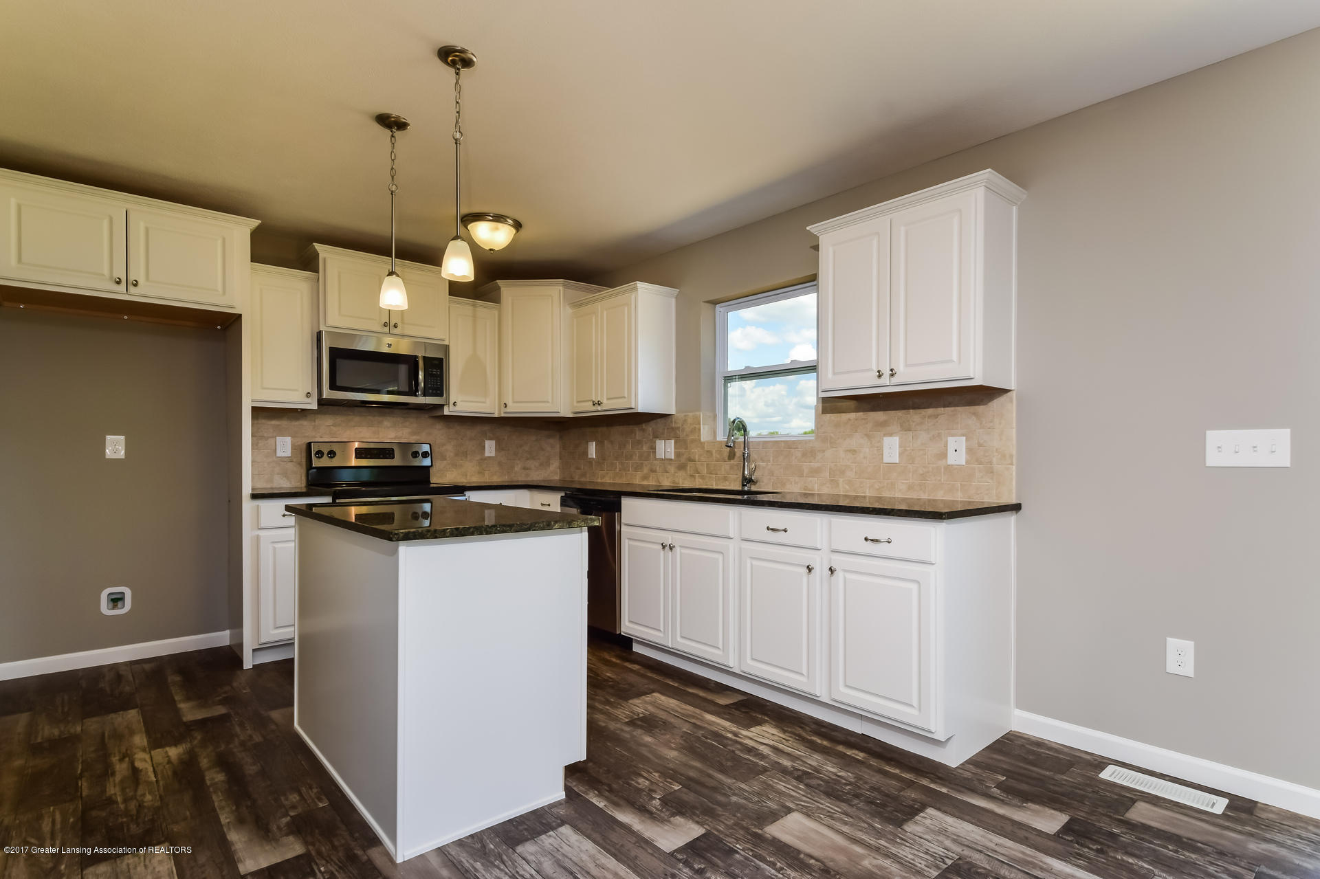 960 Pennine Ridge Way - Kitchen MDE017-E2070-3 - 7