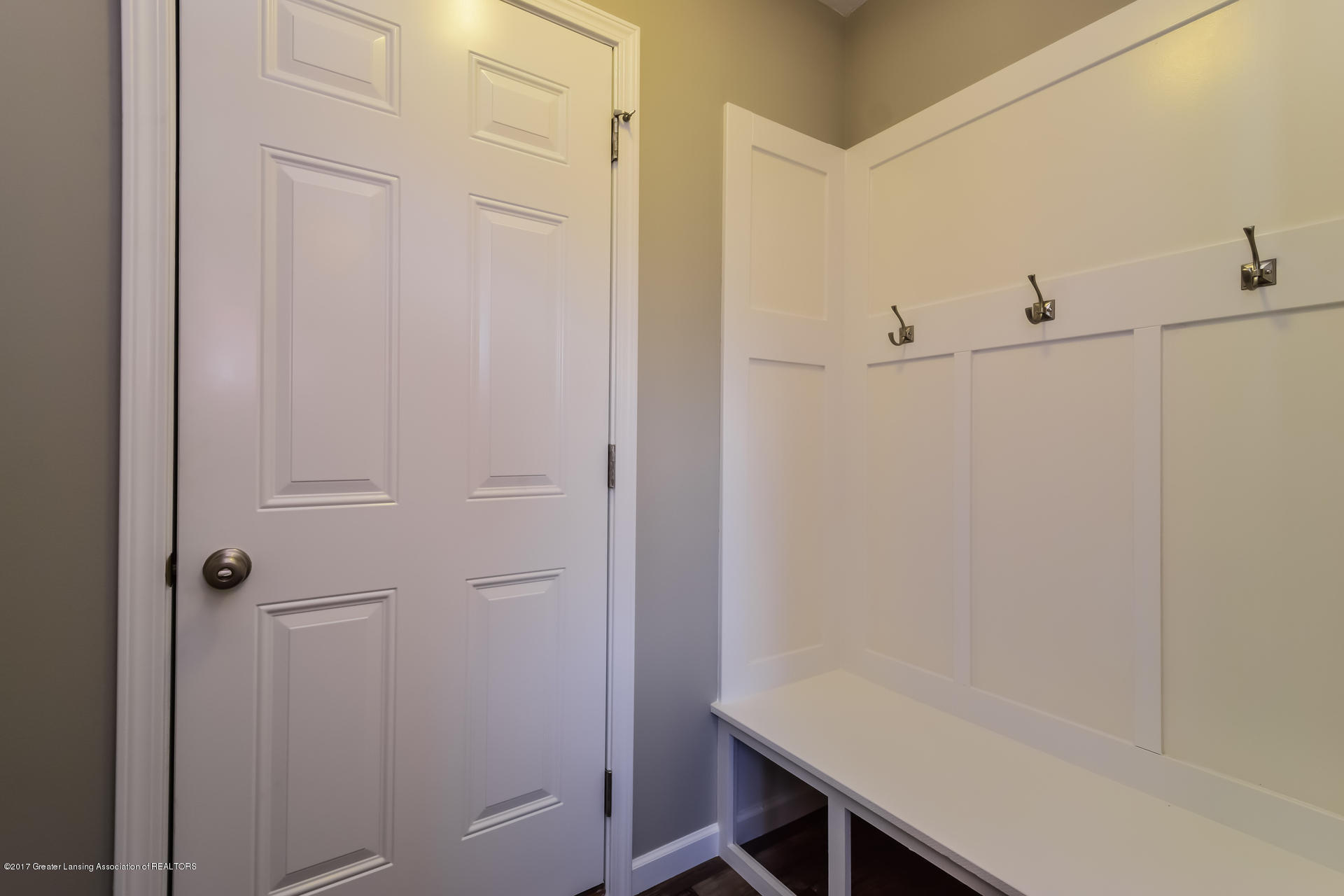 960 Pennine Ridge Way - Mudroom MDE017-E2070-1 - 14
