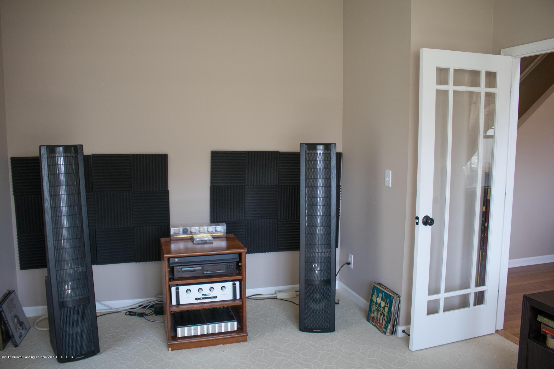 2550 Lupine Ct - Living Room or Den - 14