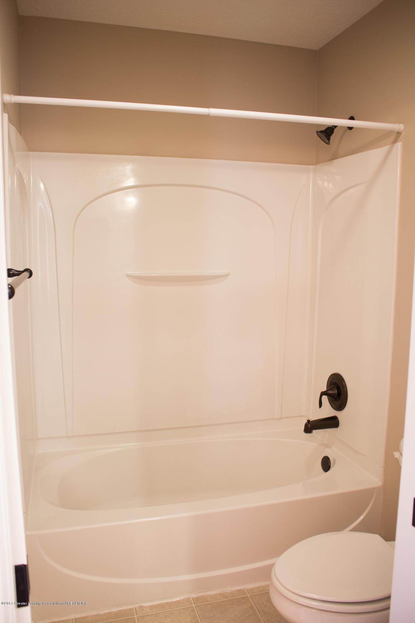 2550 Lupine Ct - Main Bath - 60