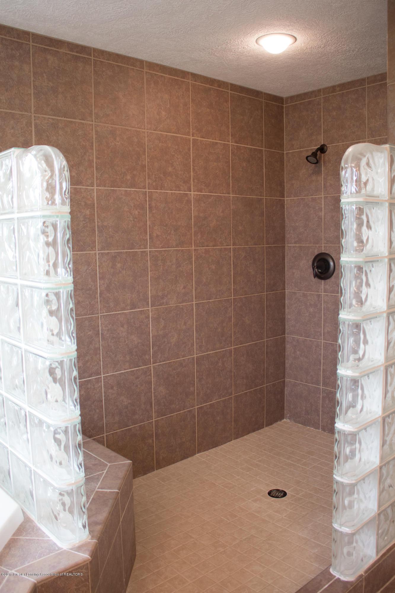 2550 Lupine Ct - Master Shower - 57