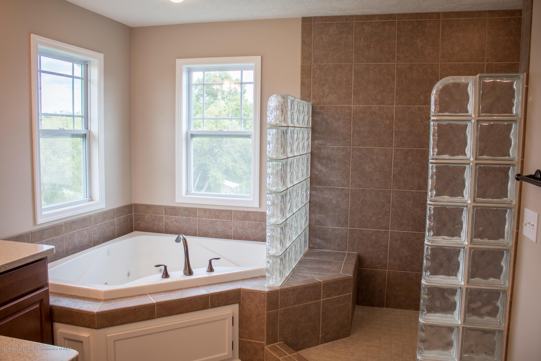 2550 Lupine Ct - Master Bath Whirlpool - 41