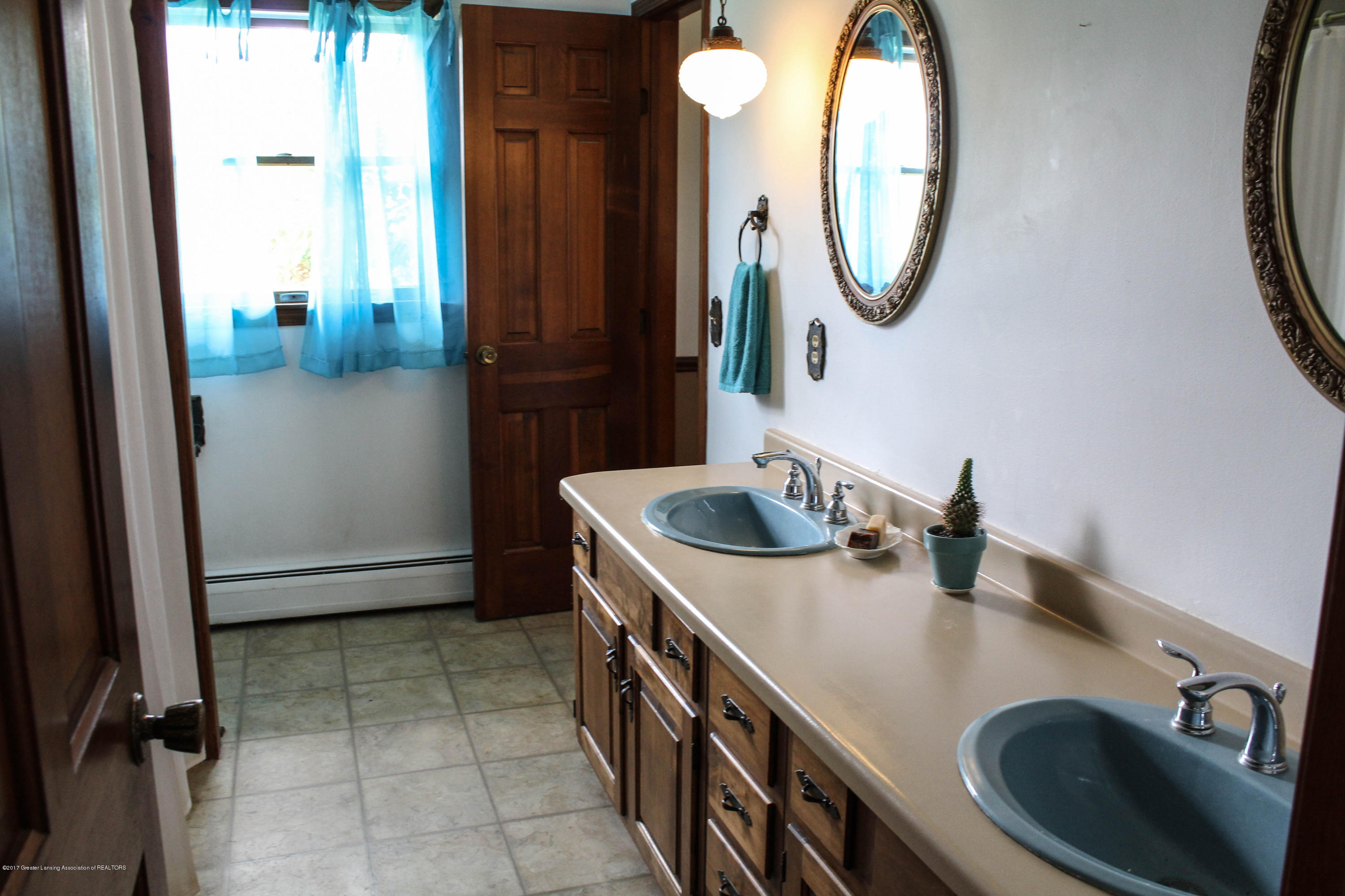 10239 Converse Rd - Bathroom - 12