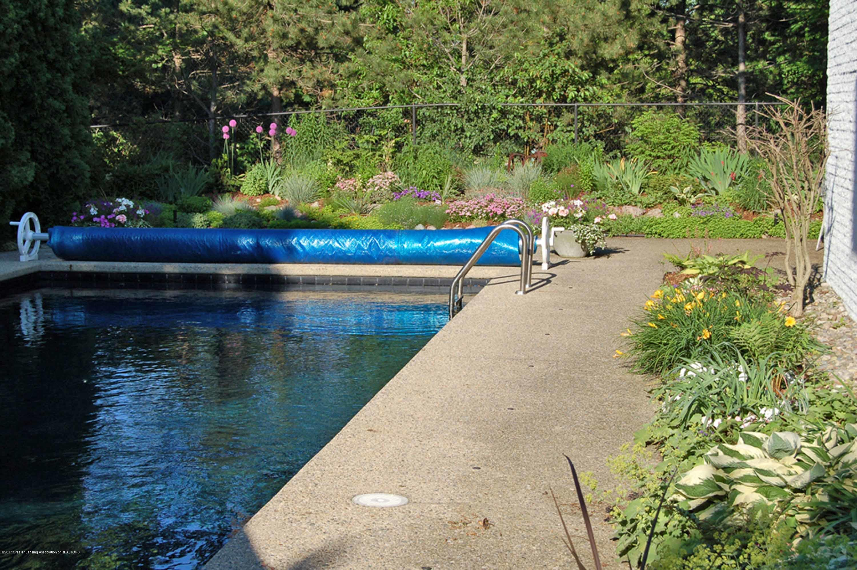 1273 Cambria Dr - IN-GROUND POOL - 10