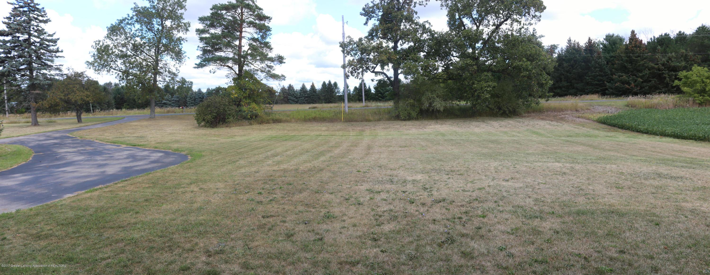 7158 Round Lake Rd - Front Yard - 17