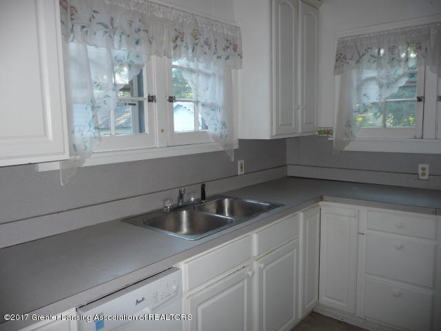 225 N Foster Ave - P1130309 - 4