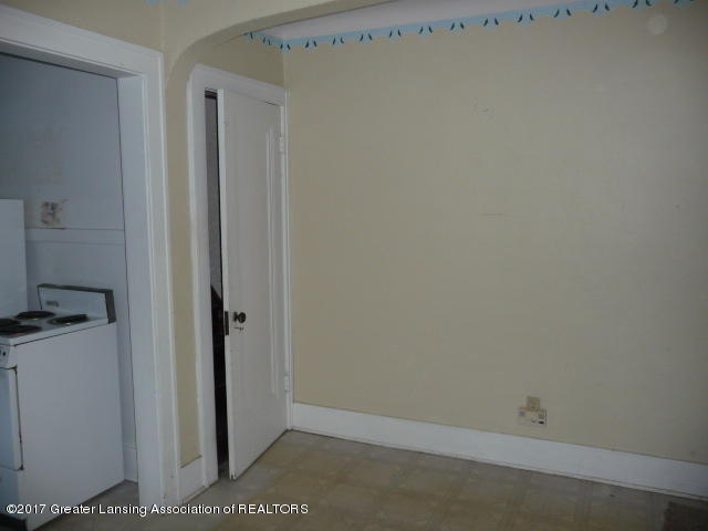 225 N Foster Ave - P1130319 - 6