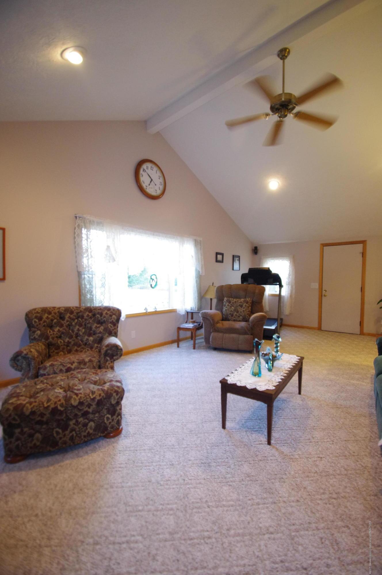 5545 S Krepps Rd - Living Room - 6