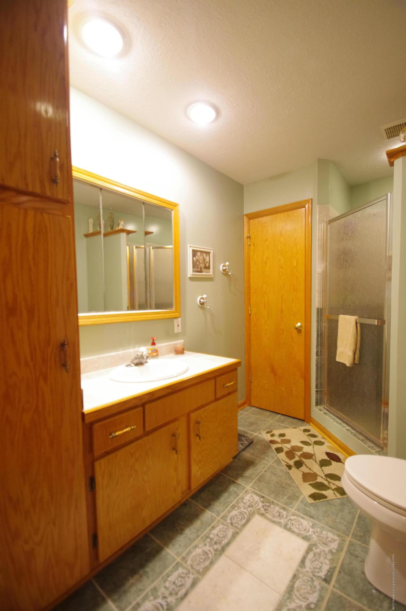 5545 S Krepps Rd - Full Bath - 27