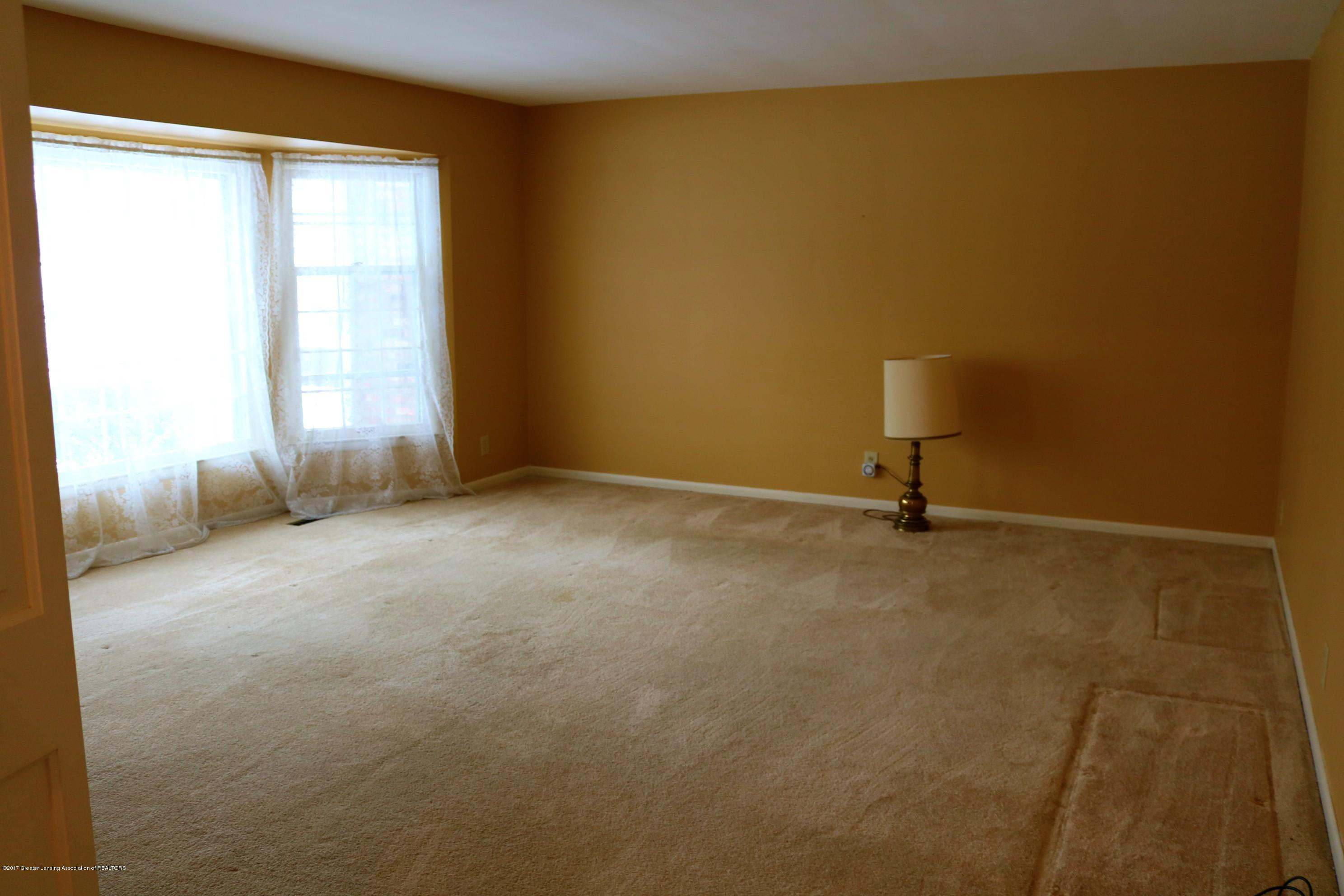 4014 Marmoor Dr - Living Room - 4