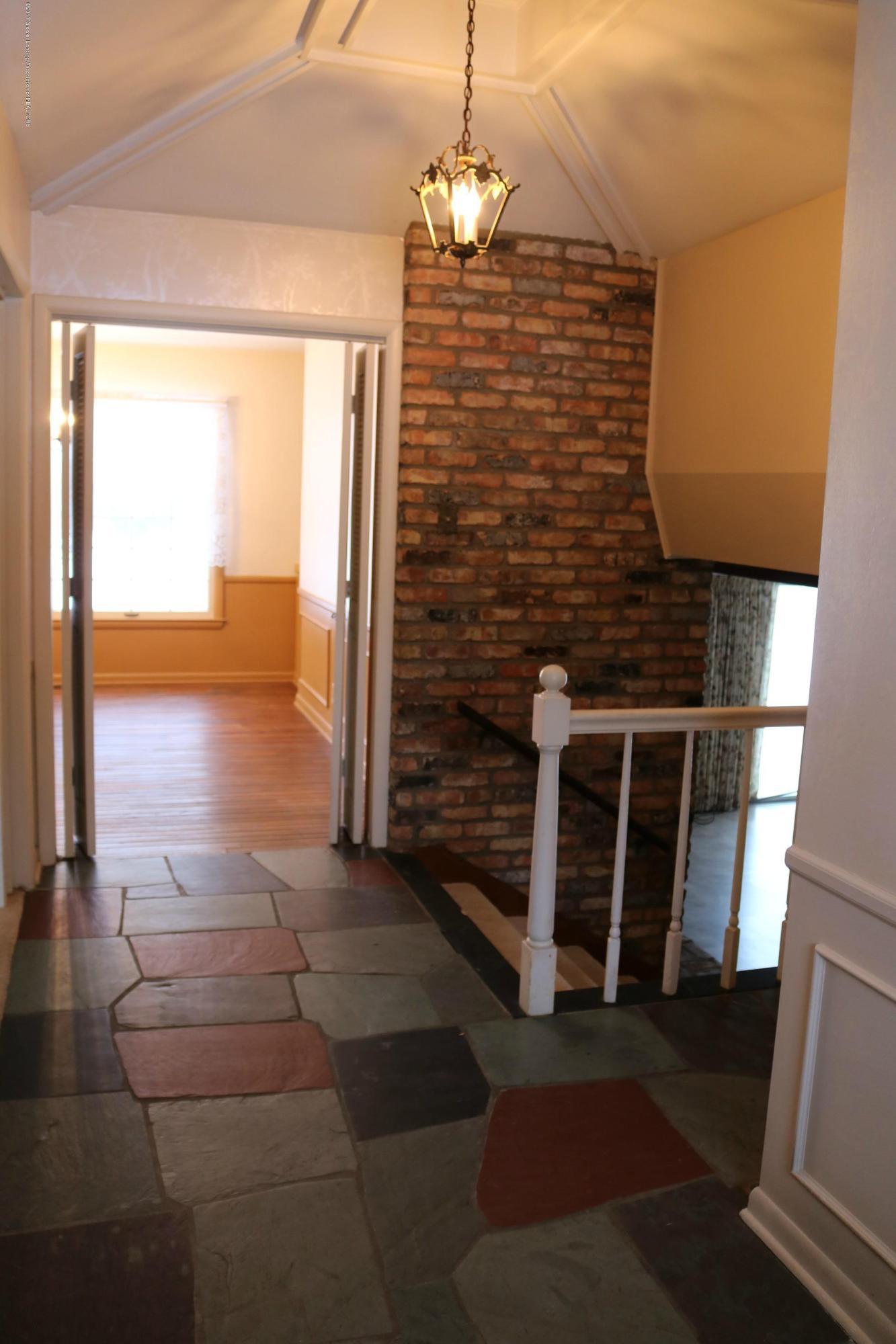 4014 Marmoor Dr - Foyer - 2