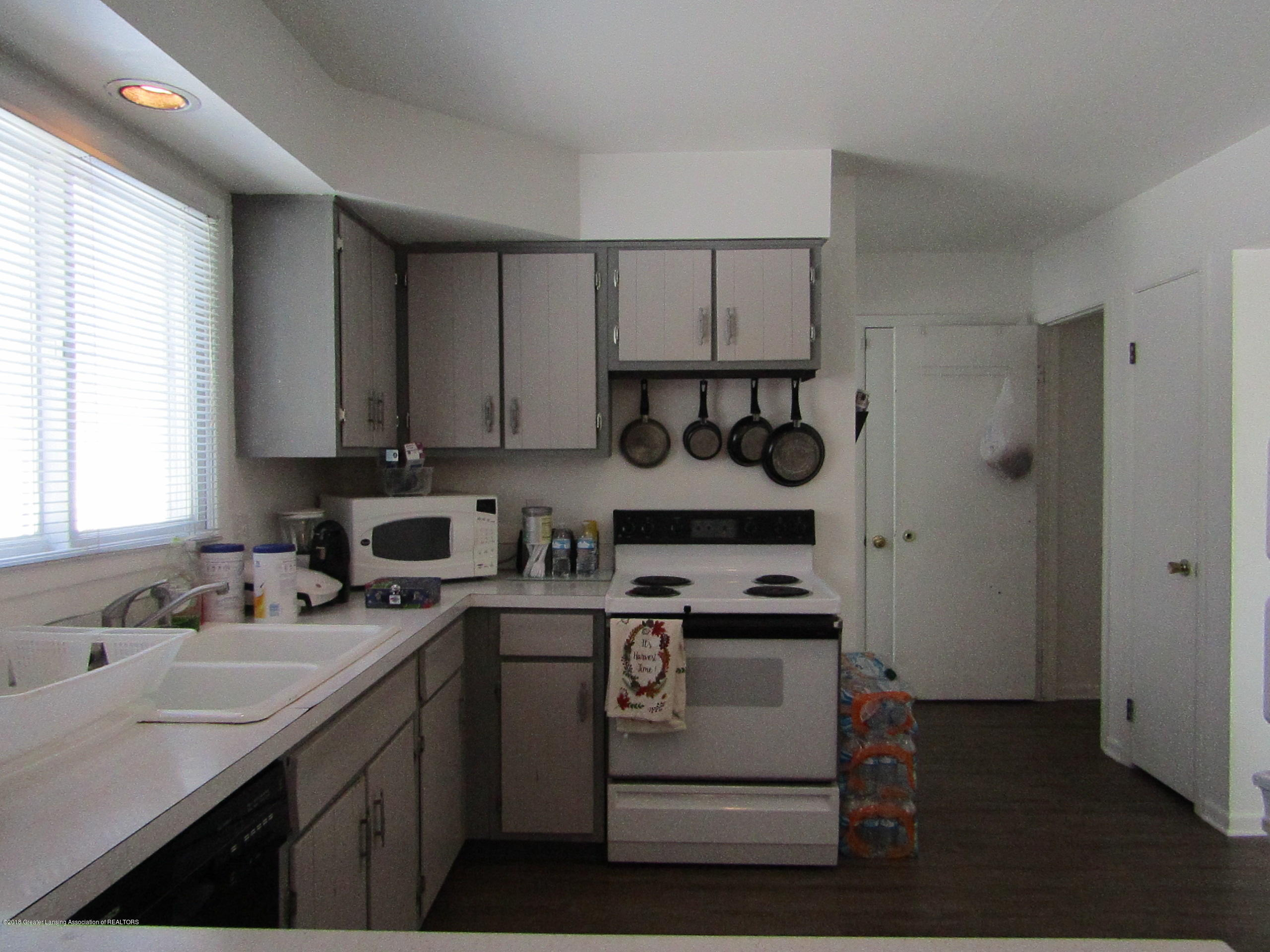 2123 Beacon Hill Dr - Kitchen to Garage Door - 10