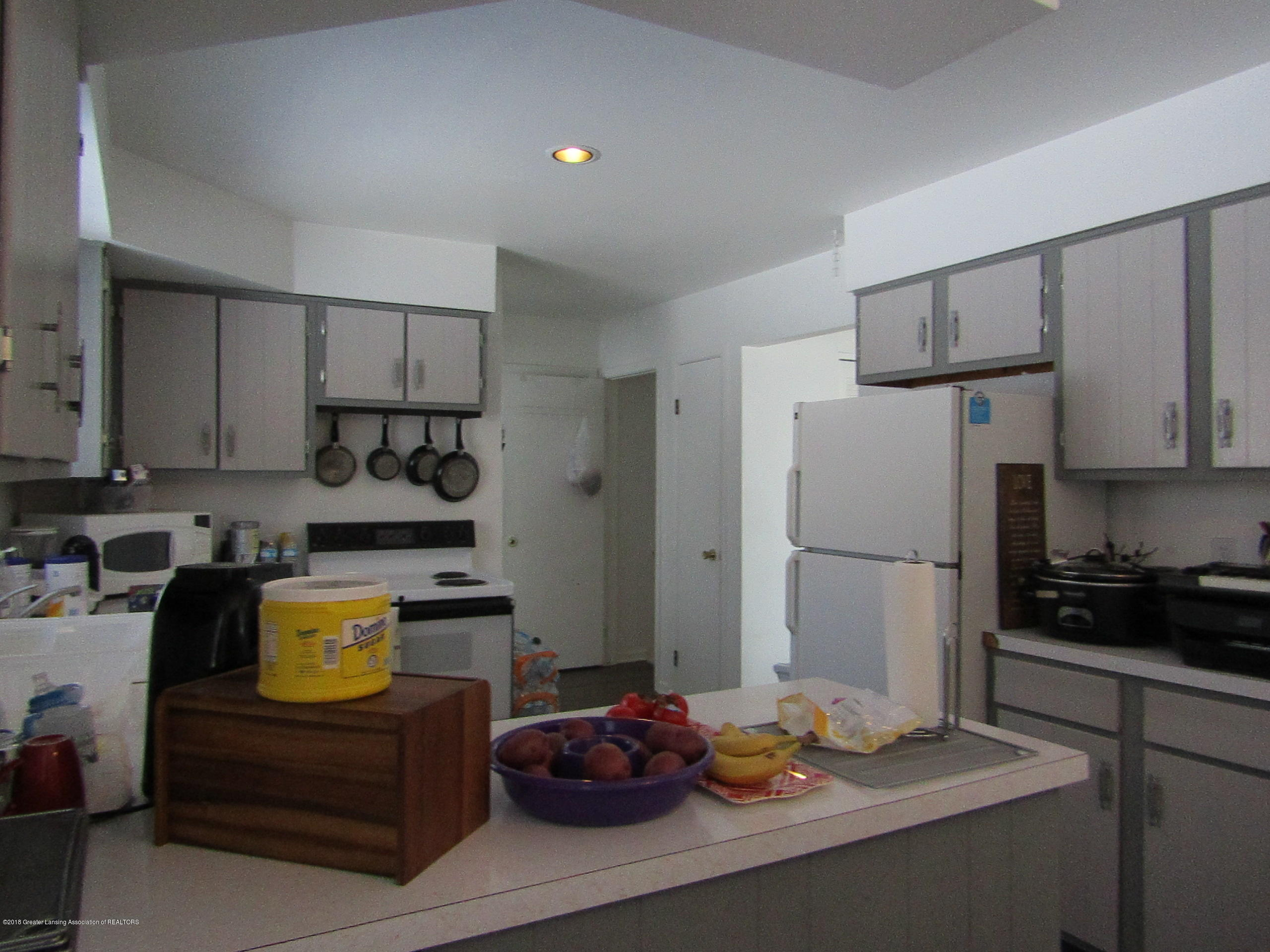 2123 Beacon Hill Dr - From Dining to Kitchen - 9