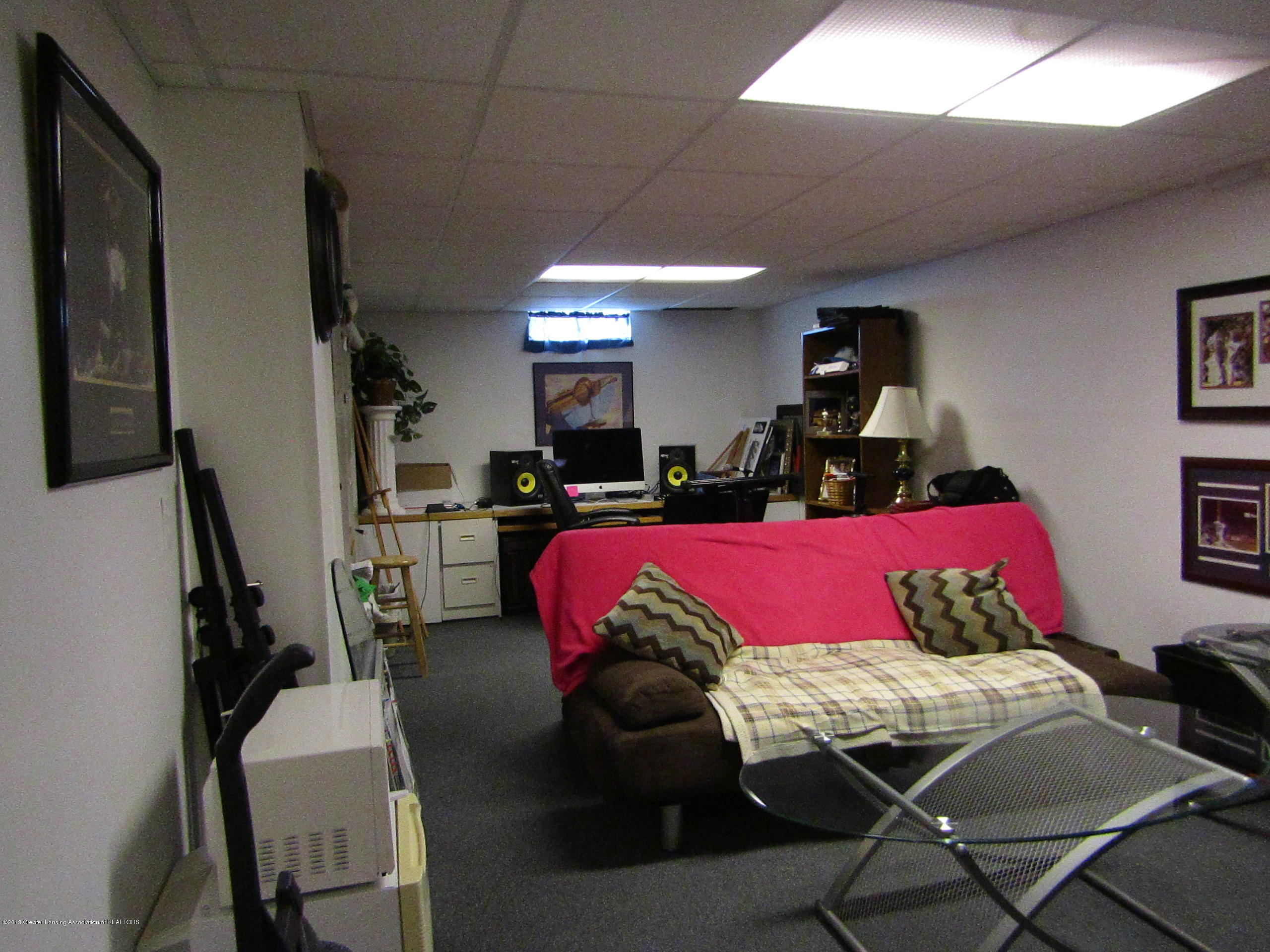 2123 Beacon Hill Dr - Lowel Level Rec Room - 24