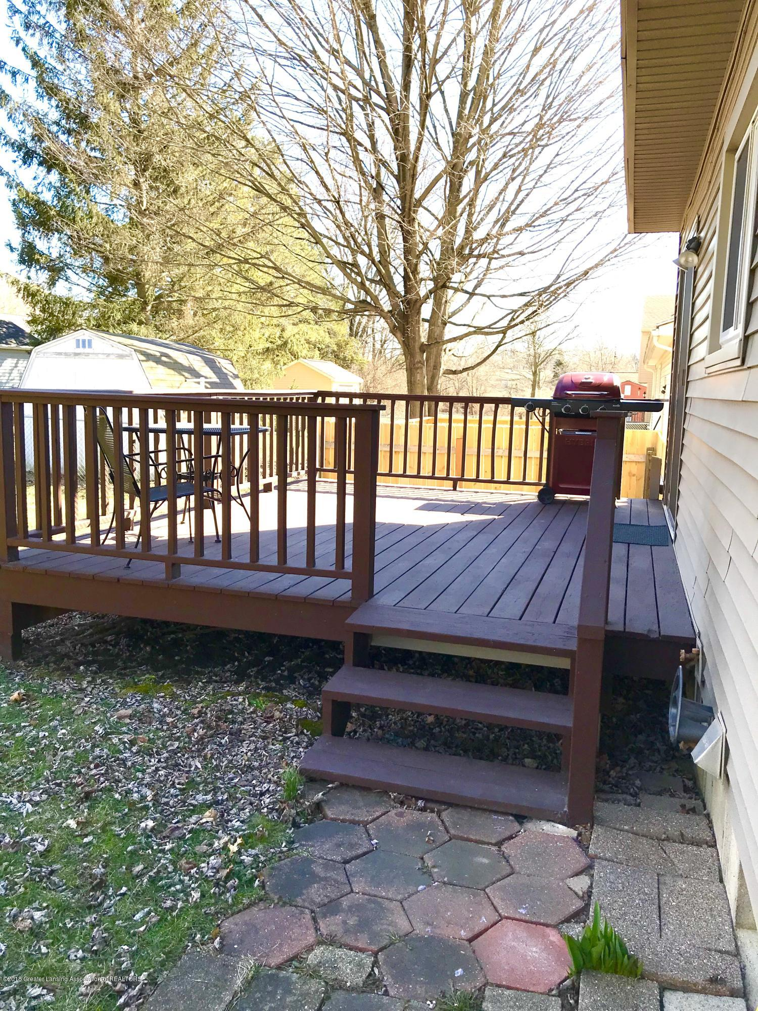 2010 Beacon Hill Dr - back deck - 19