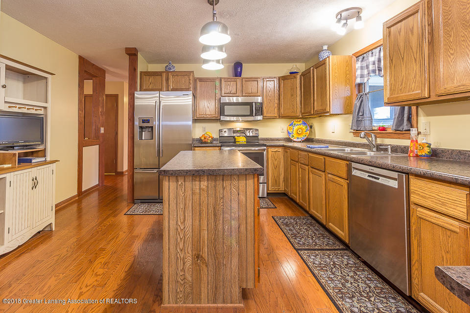4980 S Francis Rd - Kitchen - 4