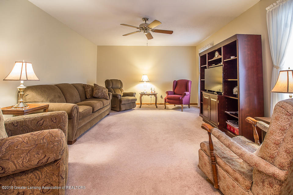4980 S Francis Rd - Living room - 3