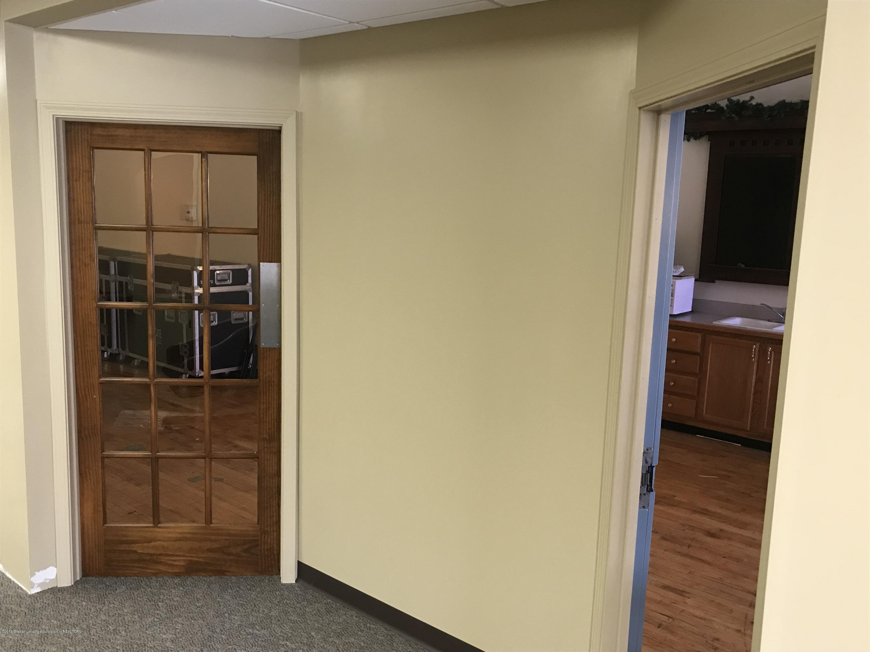 228 S Cochran Ave - 15 Office entry - 16