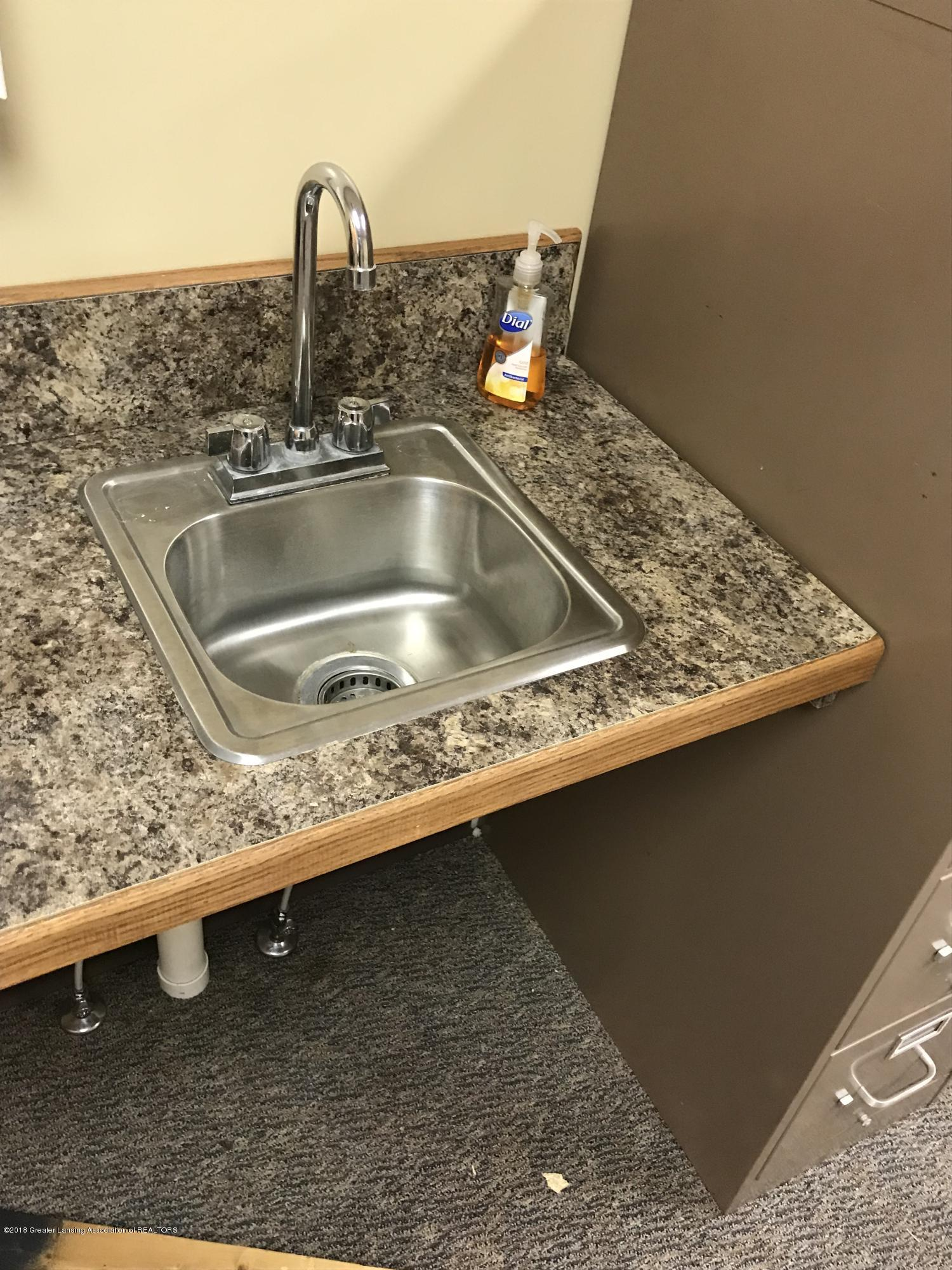 228 S Cochran Ave - 21 Sink Counter - 22