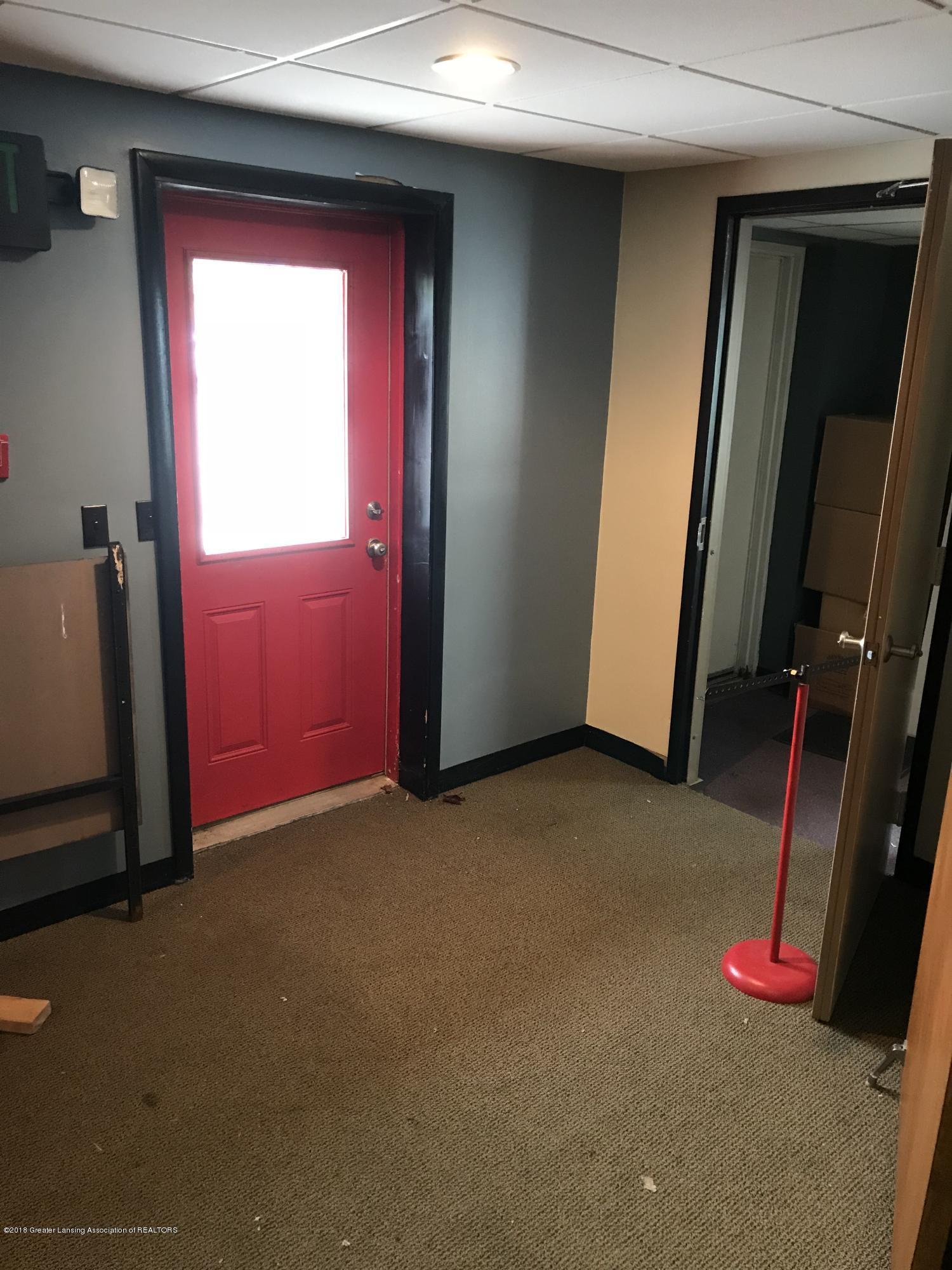 228 S Cochran Ave - 22 Rear Entry Door - 23