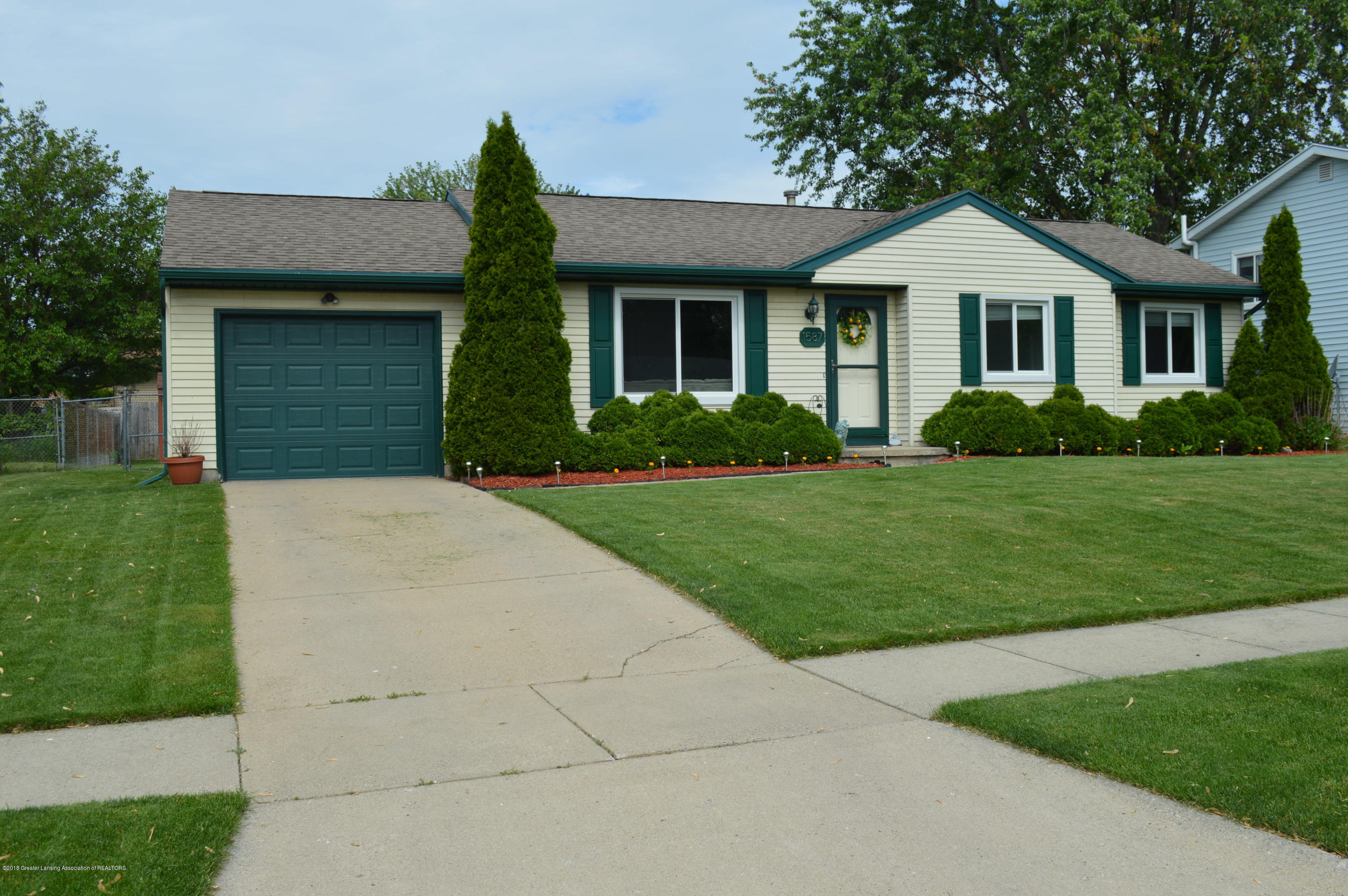 1587 Jacqueline Dr - Front of House - 21