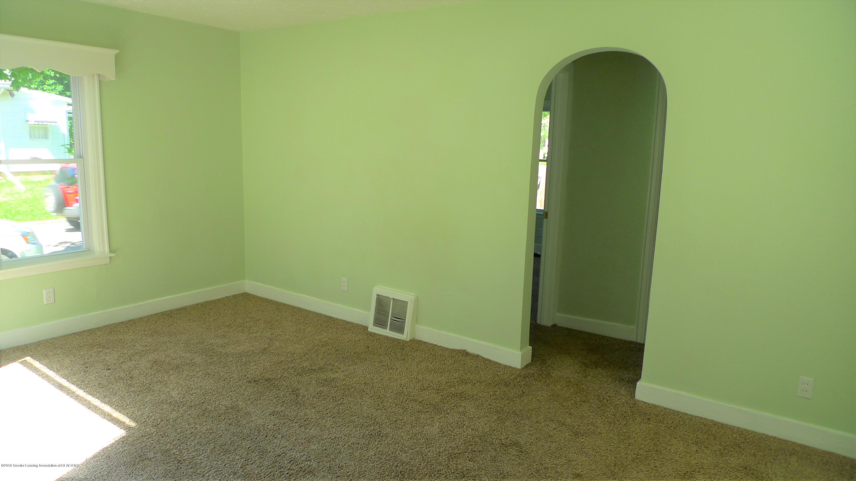1350 Glenrose Ave - Living Room - 4
