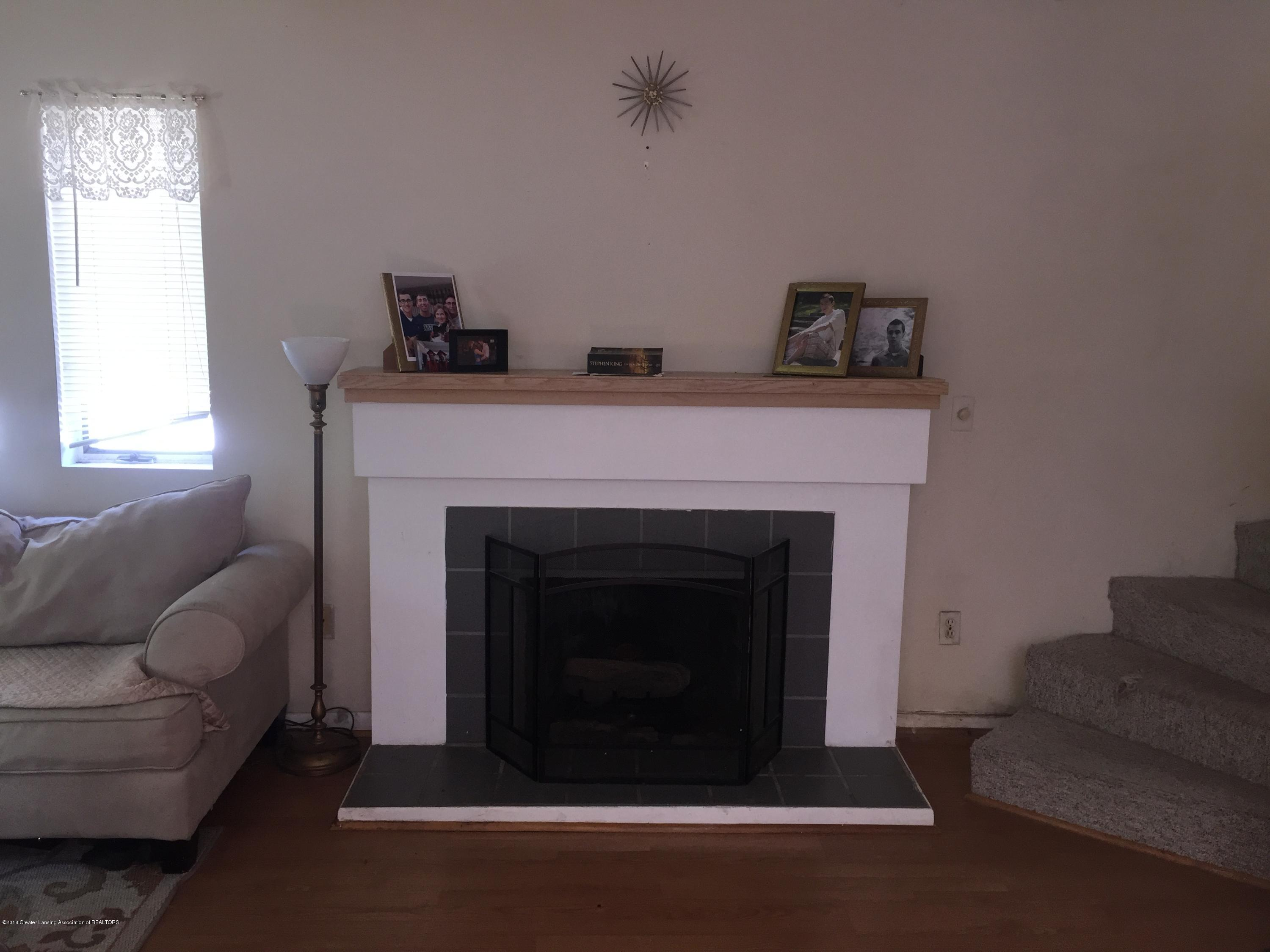 513 S Clemens Ave - Fireplace - 5