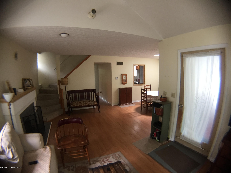 513 S Clemens Ave - Livingroom - 2