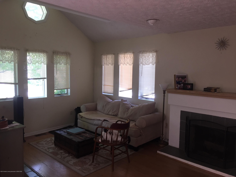 513 S Clemens Ave - Livingroom2 - 3