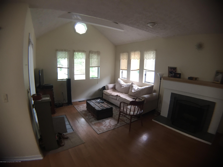 513 S Clemens Ave - Livingroom3 - 4