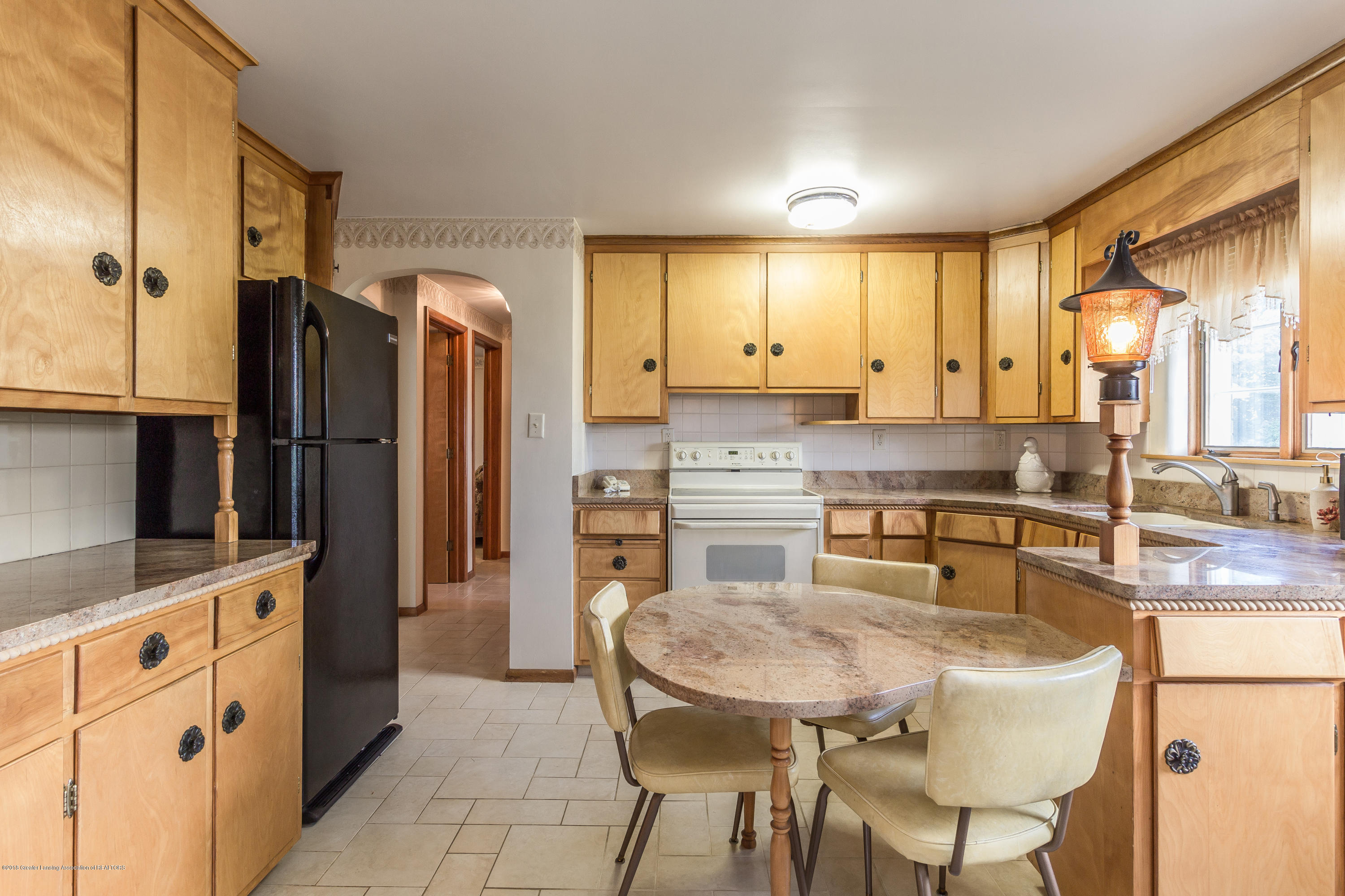 8484 Riverside Rd - Eat in Kitchen - 8