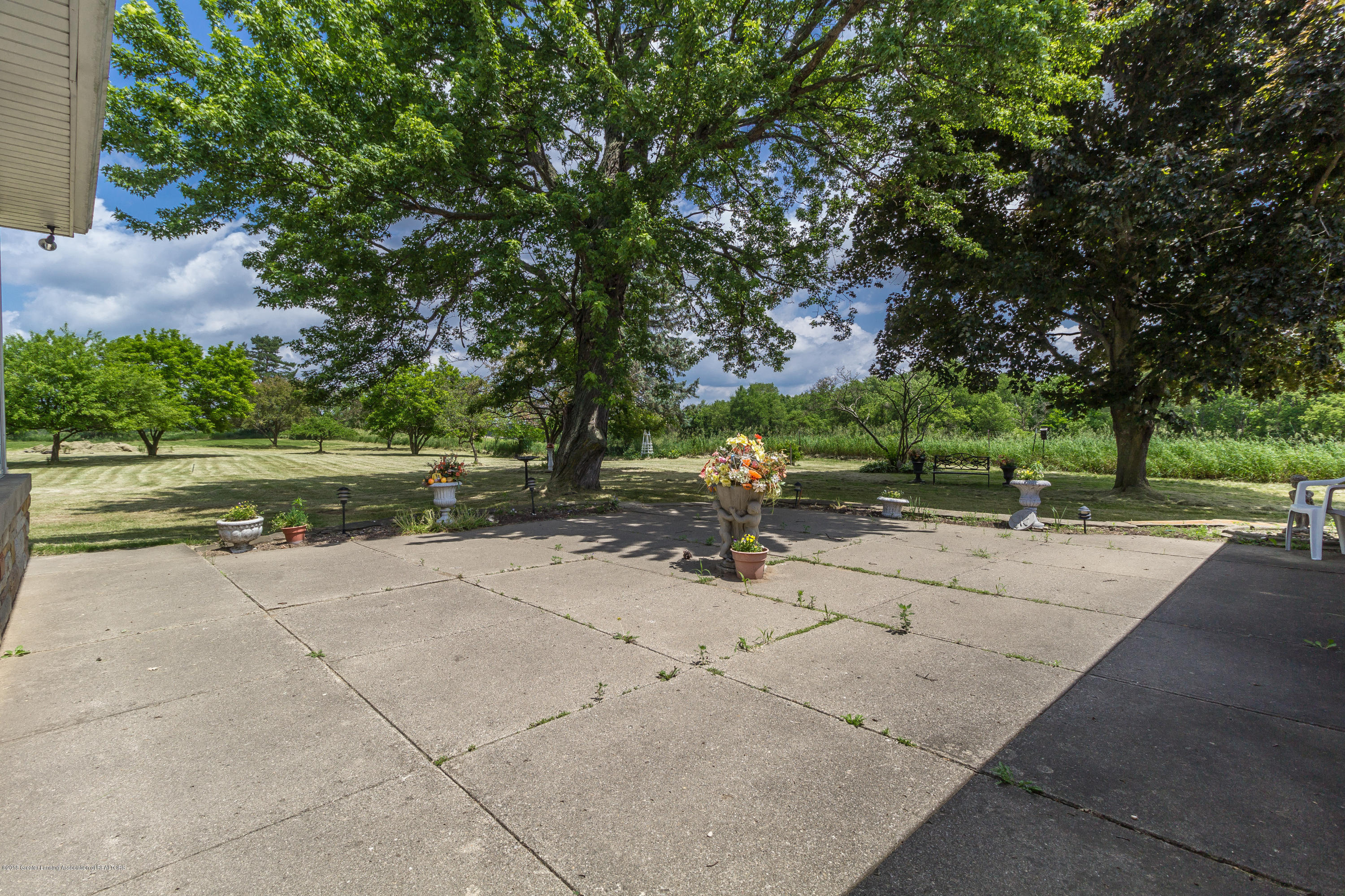 8484 Riverside Rd - Large Patio - 31