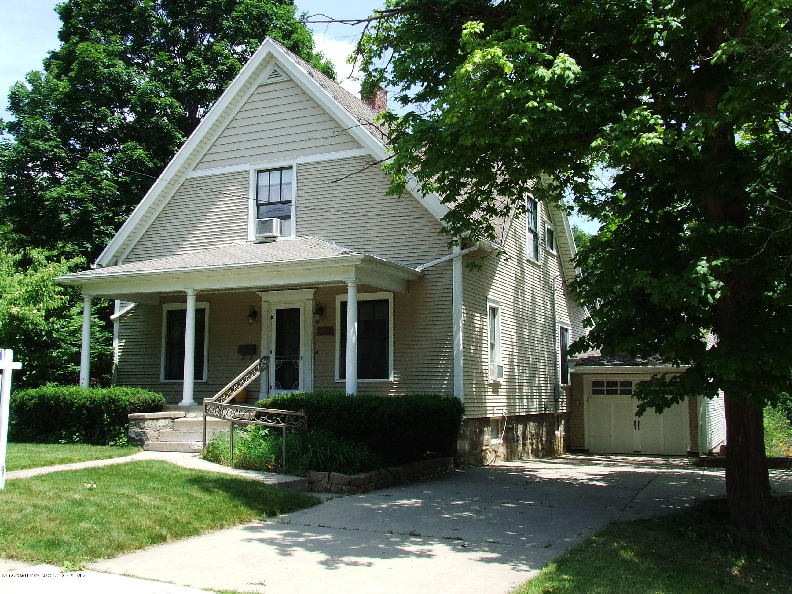527 E Jefferson St - Front exterior - 1