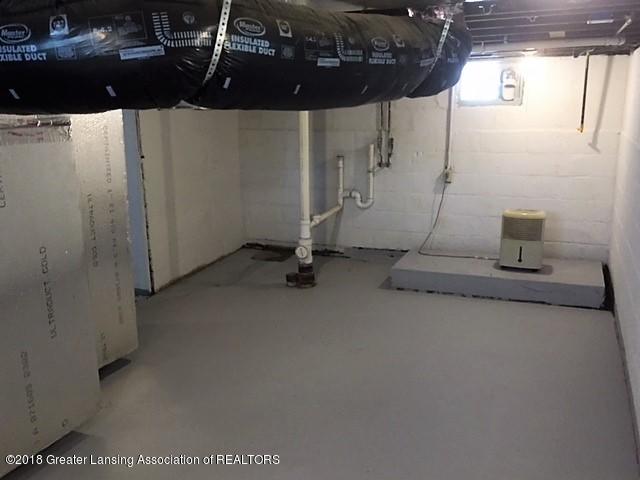 424 S Clemens Ave - 424 Clemens basement - 14