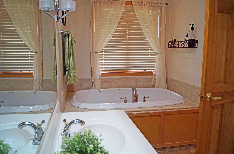 5564 Silverleaf Ct - Master Bath - 26