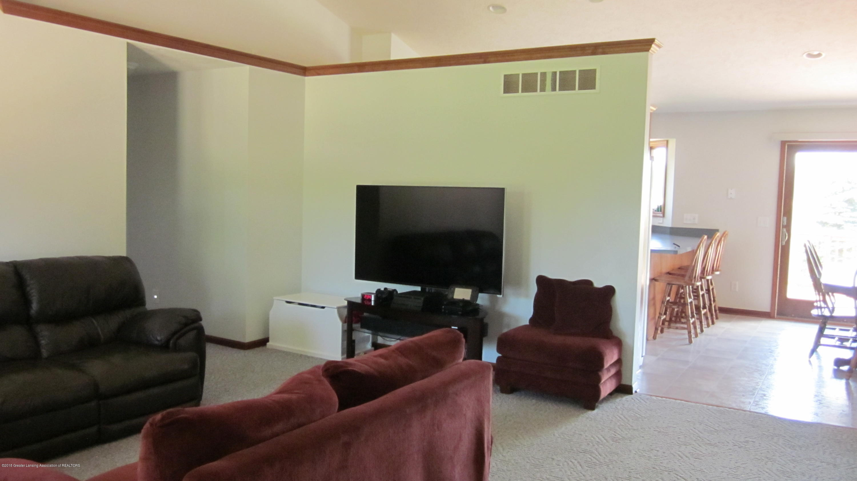 5384 S Stine Rd - Living RM Vaulted - 8