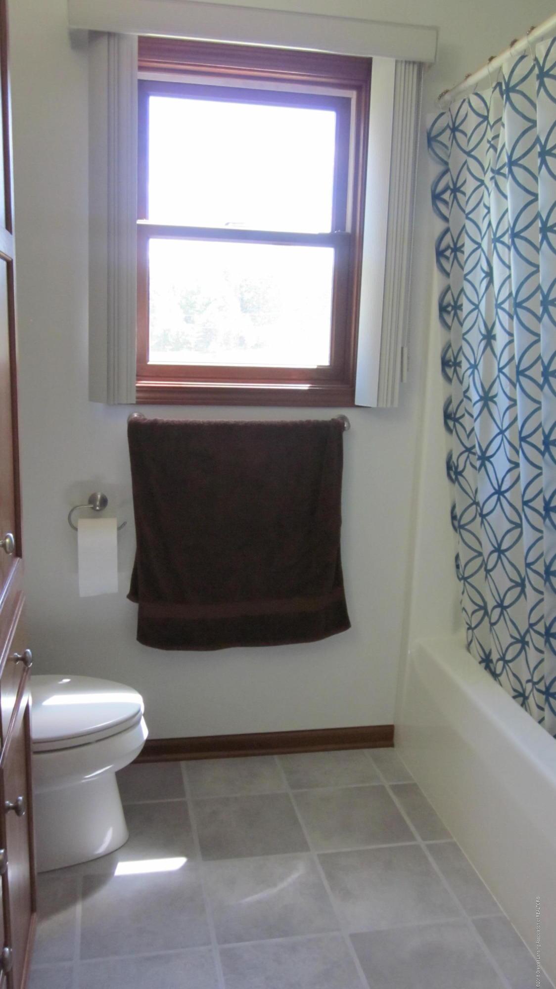 5384 S Stine Rd - full bath tub - 21