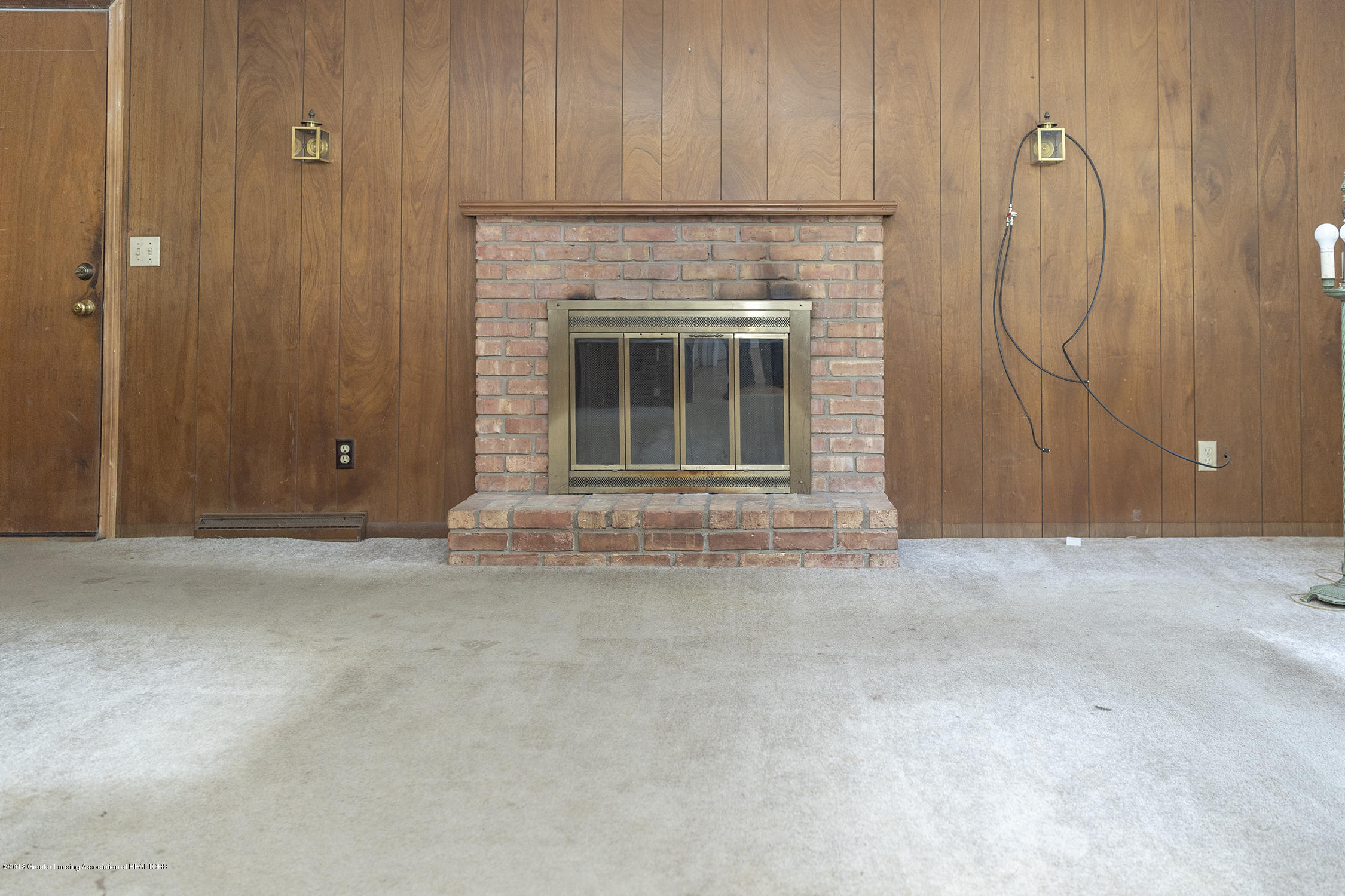 1267 Woodingham Dr - great room fireplace - 5